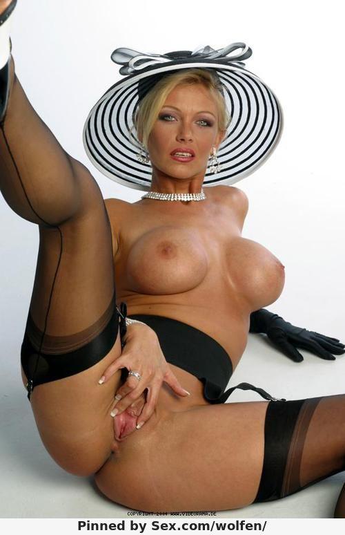 amateur night striptease contest