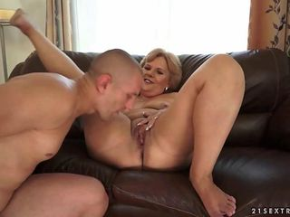 squirting bbw with big tits toying her pussy