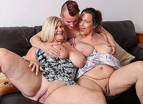 skinny small waist big boobs