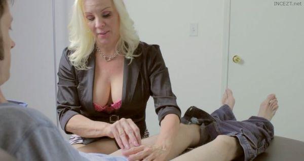 lesbains playing naked on youtube